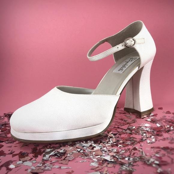 80ab9f71c267 90s Vintage White Platform Block Chunky Heel. M 5c51eedd12cd4a152289d932
